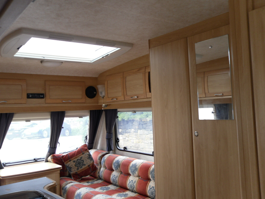 Lunar Freelander 525 Caravan Photo